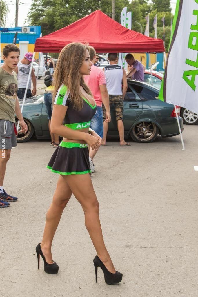 kobieta : Zdrowa reakcja chłopaka na ładne nogi dziewczyny