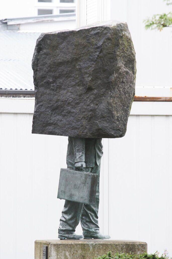 rzeźba, figurka : Pomnik anonimowego biurokraty