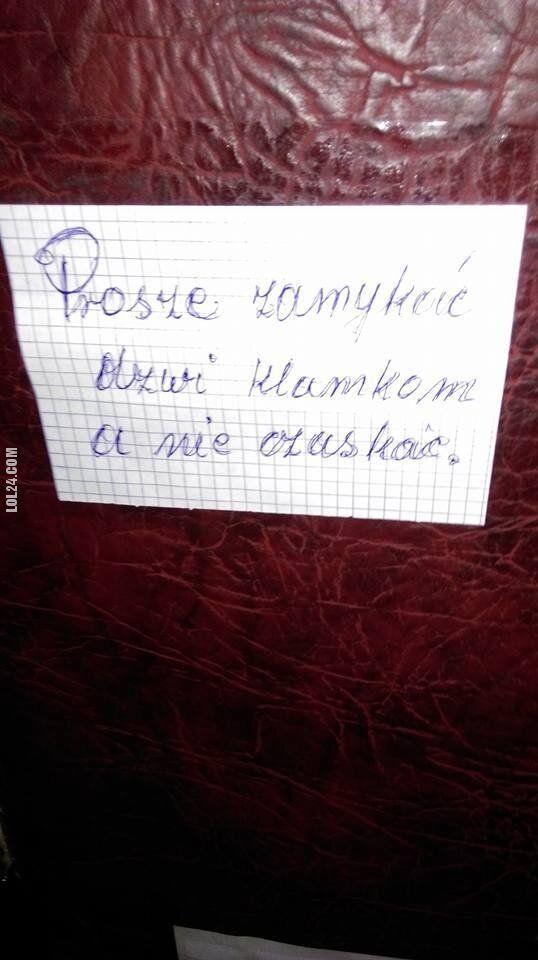"""napis, reklama : """"Prosimy zamykać dzwi klamkom a nie czaskać"""""""