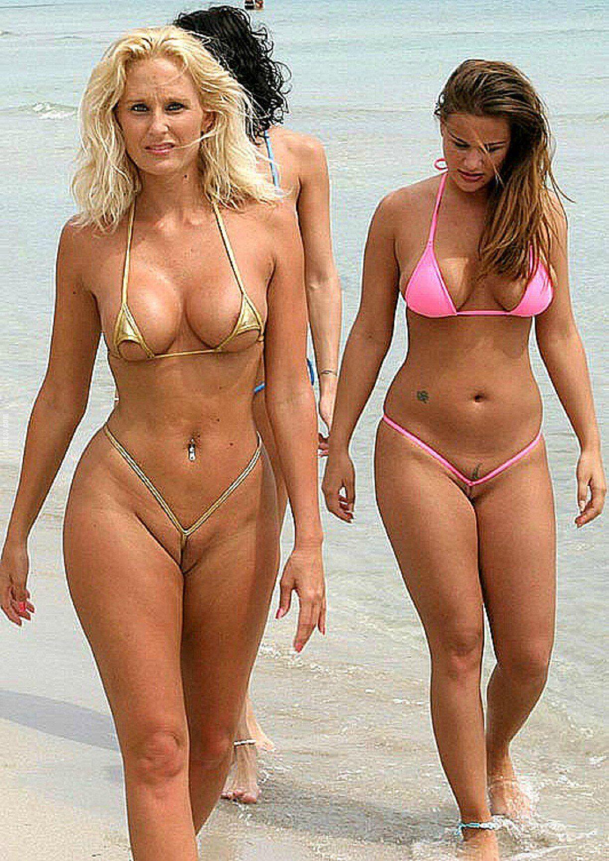 Смотреть фото девушки на пляже голышок 23 фотография
