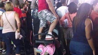 Tatuś z dzieckiem na koncercie