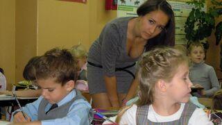 Ładna nauczycielka w podstawówce