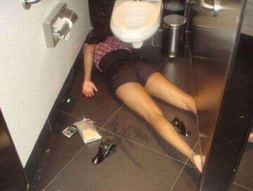 Nocleg w toalecie