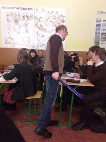Nauczyciel z bejsbolem. Rosja