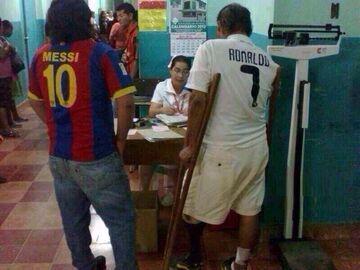 Przychodzi Messi i Ronaldo do lekarza