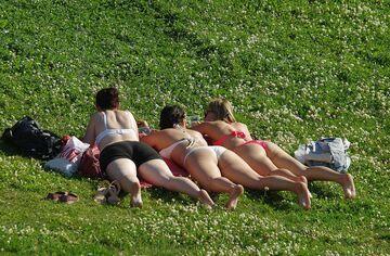 Opalanie na trawie