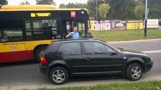Szeryf z Golfa blokuje autobus!
