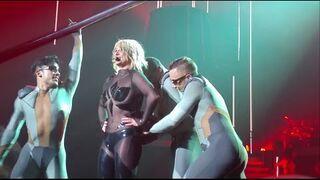 Britney Spears - wpadka z rozerwanym kostiumem
