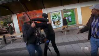 Wywiad telewizyjny - cisza, kultura, uśmiechy. Do czasu, aż zgasną kamery...