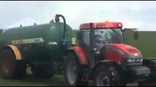 Rolnik zakańcza imprezę na łące gnojówką
