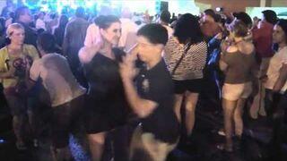 14-latek poprosił ją do tańca. Tego się nie spodziewała!