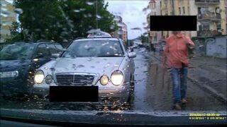 Taksówkarz zajechał drogę. Zamiast przeprosić, grozi kobiecie