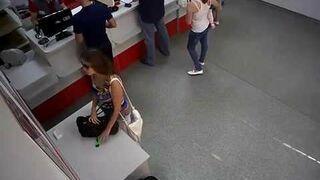 Zuchwała kradzież noża do tapet na poczcie