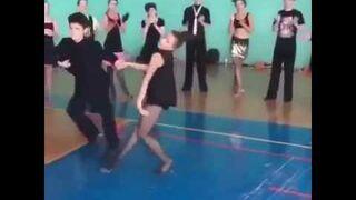 Te dzieciaki potrafią tańczyć