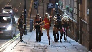 Powrót pijanych dziewczyn z imprezy Halloweenowej