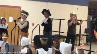 Zabrała autystycznemu chłopcu mikrofon podczas szkolnego przedstawienia