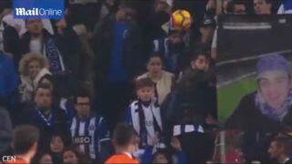 Kobieta dostaje piłką w twarz na meczu. Podzielność wagi?