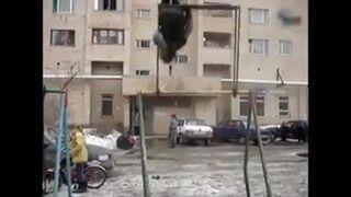 Laska i 360 na huśtawce w Rosji