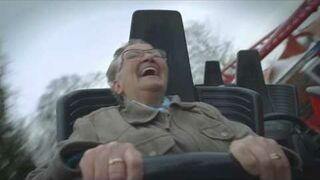 70-letnia Babcia na rollercoasterze