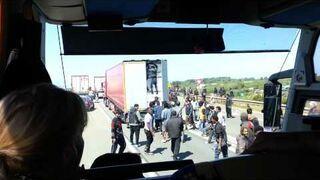 Szturm nielegalnych imigrantów na prom z Calais do Dover
