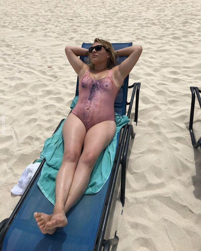 kobieta : Ładny strój kąpielowy