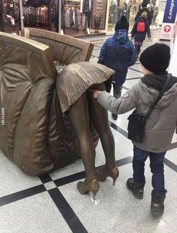 rzeźba, figurka : Ach te dzieciaki... w galerii handlowej