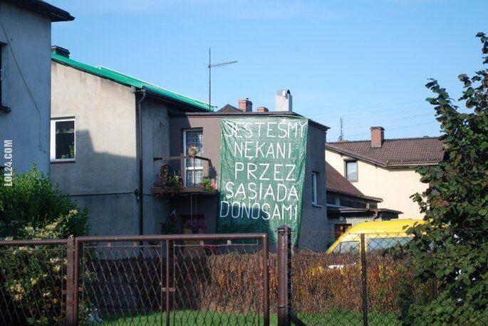 """napis, reklama : """"Jestem nękany przez sąsiada donosami"""""""