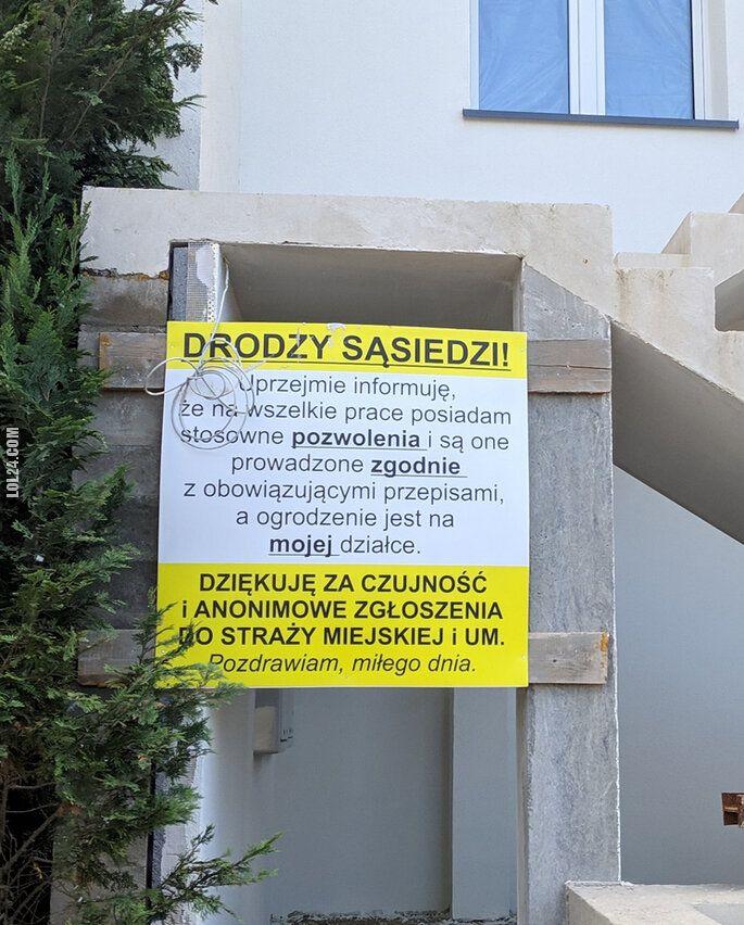 napis, reklama : Jak dobrze mieć czujnego sąsiada