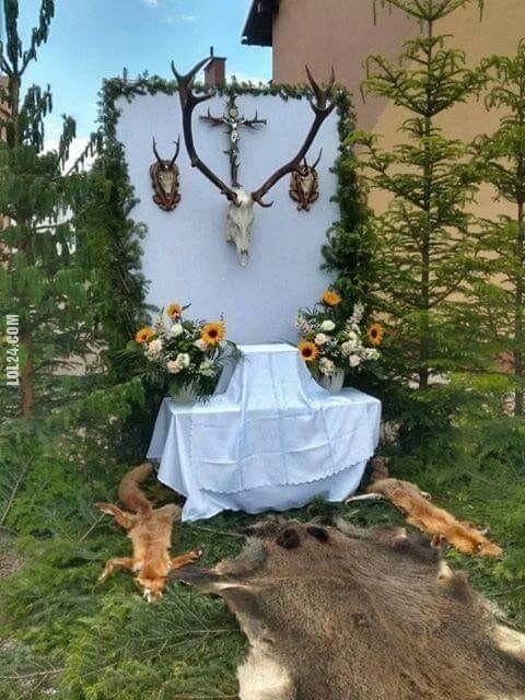 rzeźba, figurka : Myśliwski ołtarz procesji Bożego Ciała w Baligrodzie