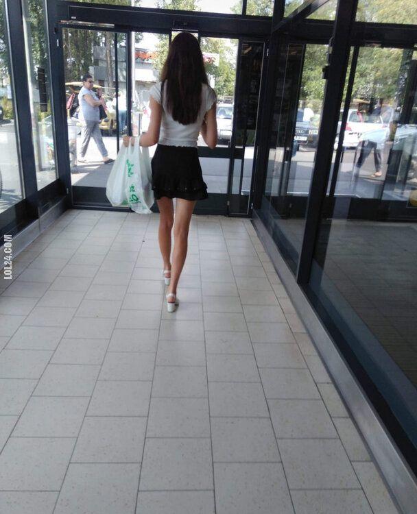 kobieta : Ładna dziewczyna w Lidlu