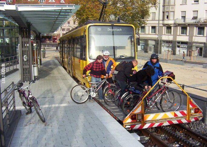 technologia : Tramwaj ze stojakiem na rowery