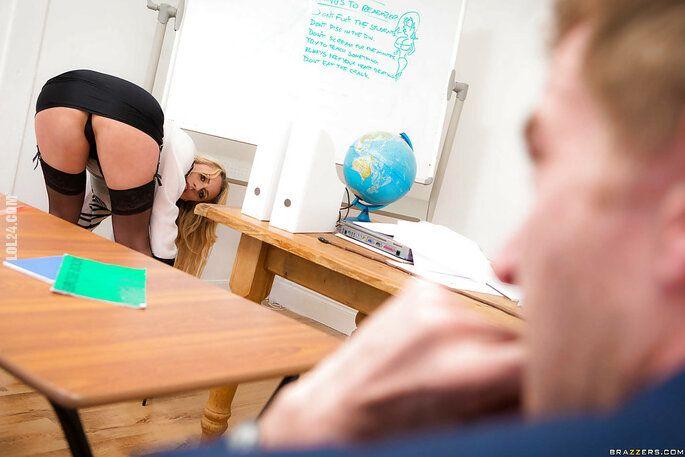 NSFW : Nadobna i odrobinę kokieteryjna nauczycielka 2