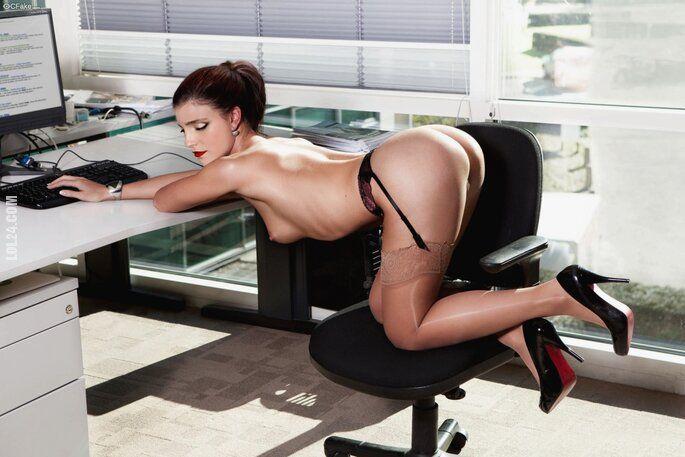NSFW : Wymarzona sekretarka