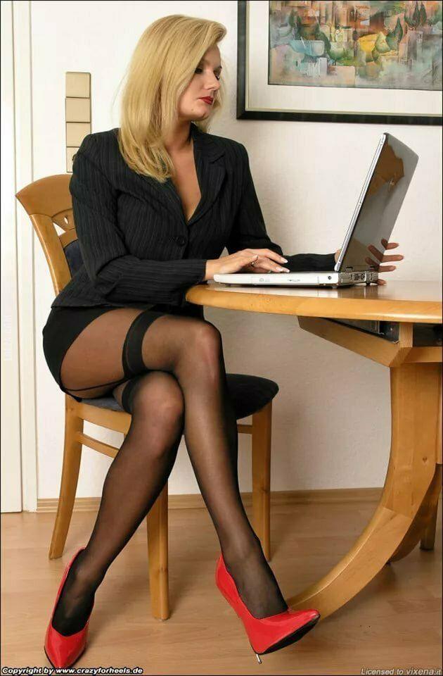 kobieta : W zaciszu gabinetu 12