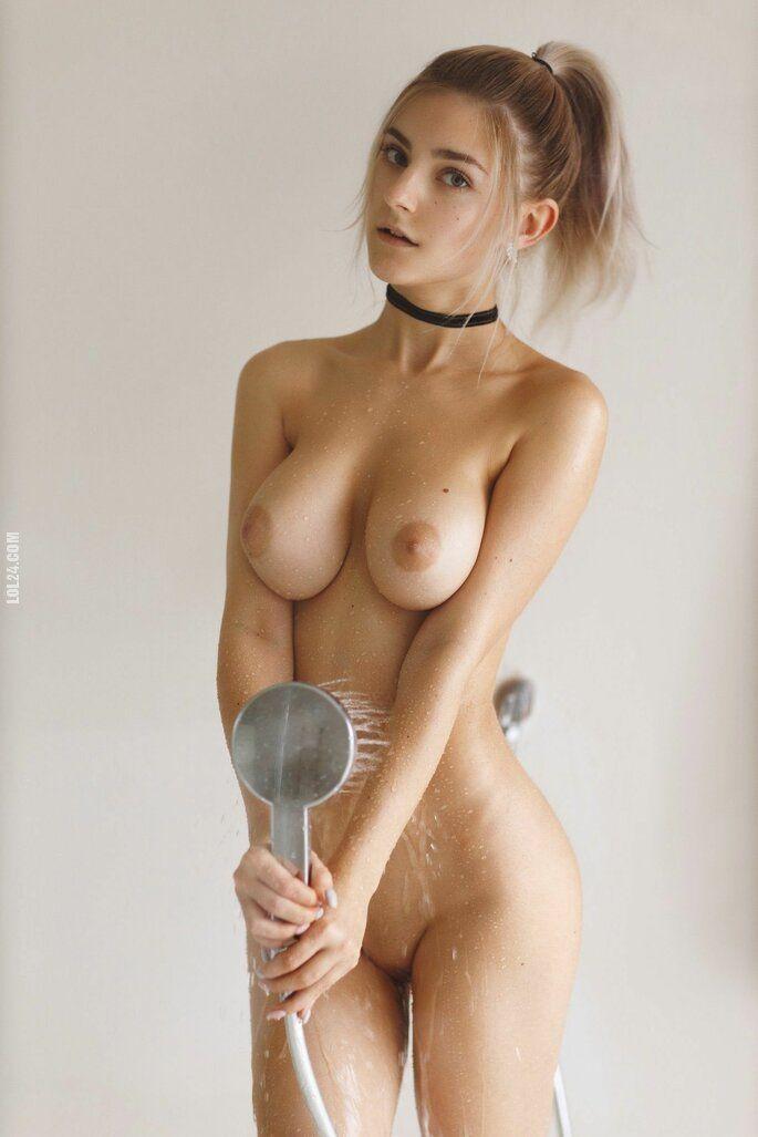 NSFW : Eva Elfie sexy girl