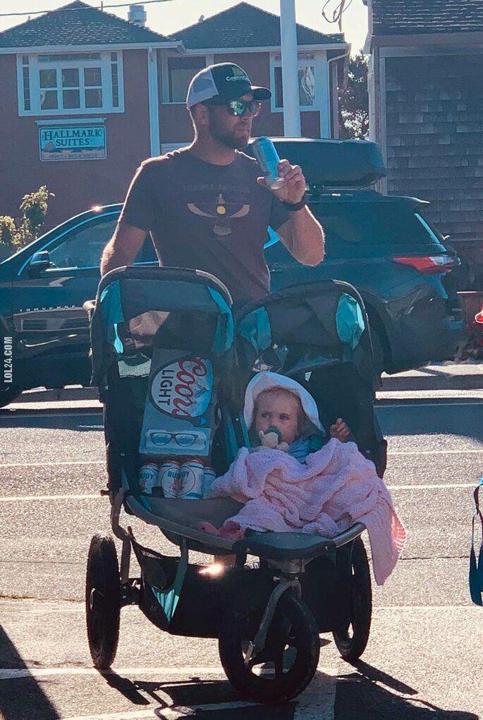 mężczyzna : Po co nam wózek dla bliźniaków?