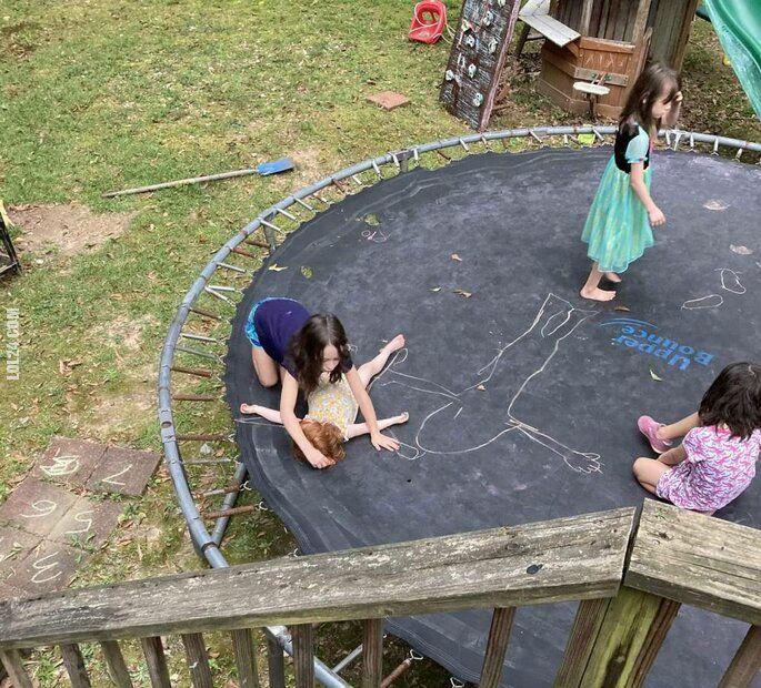 dzieciak : Niepokojąca zabawa dzieci