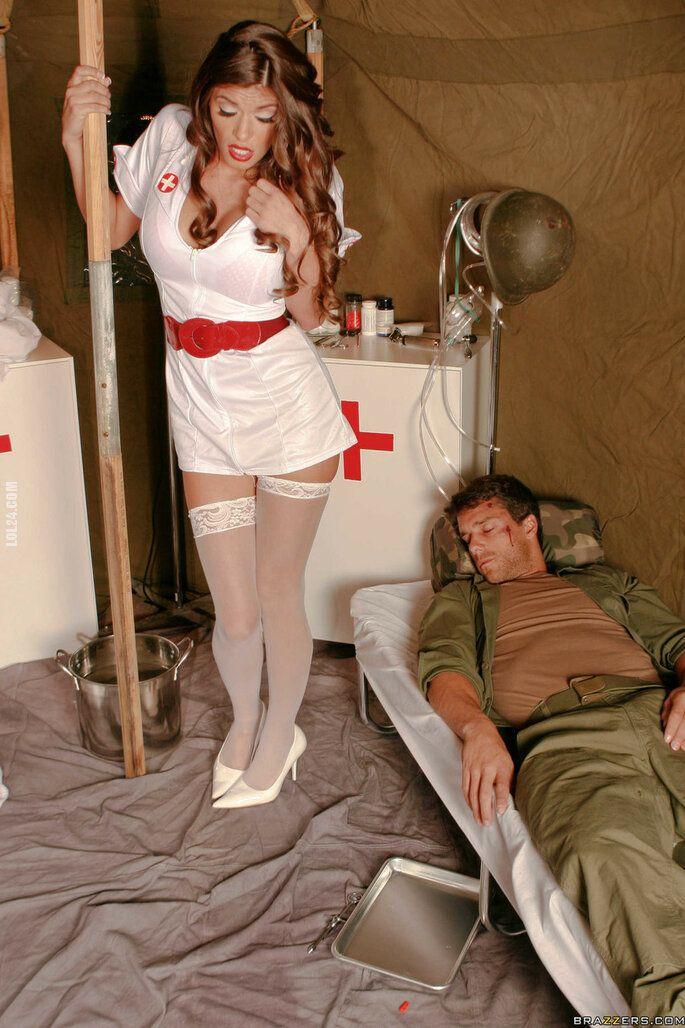 kobieta : Pielegniarka i żołnierze 2
