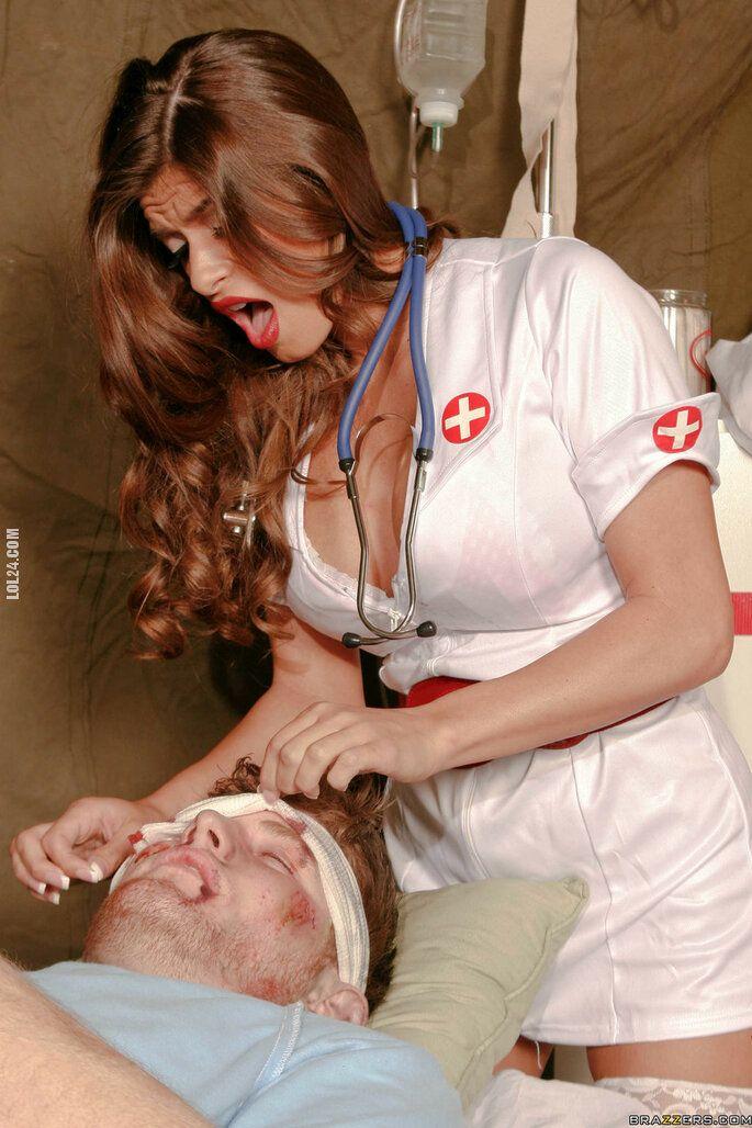 kobieta : Pielegniarka i żołnierze 4