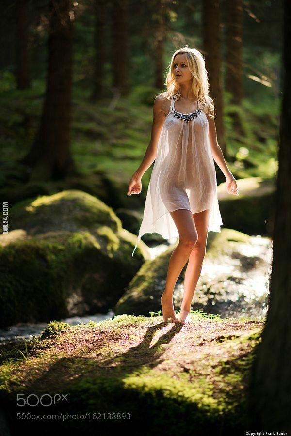 erotyka : Sama w lesie
