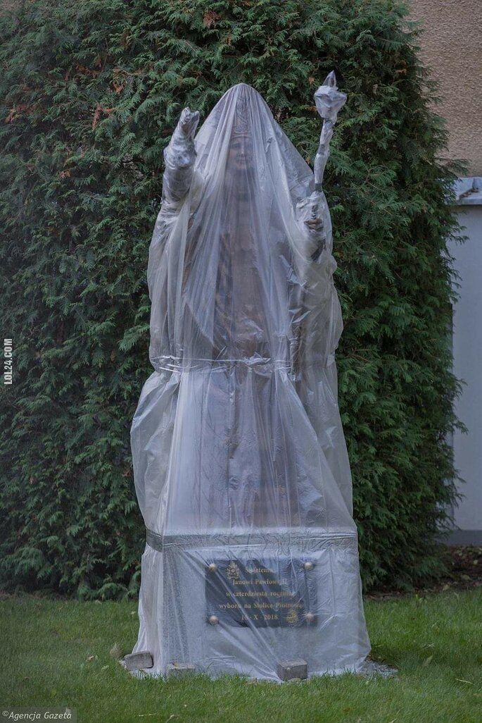 wpadka : Pomnik w kondomie