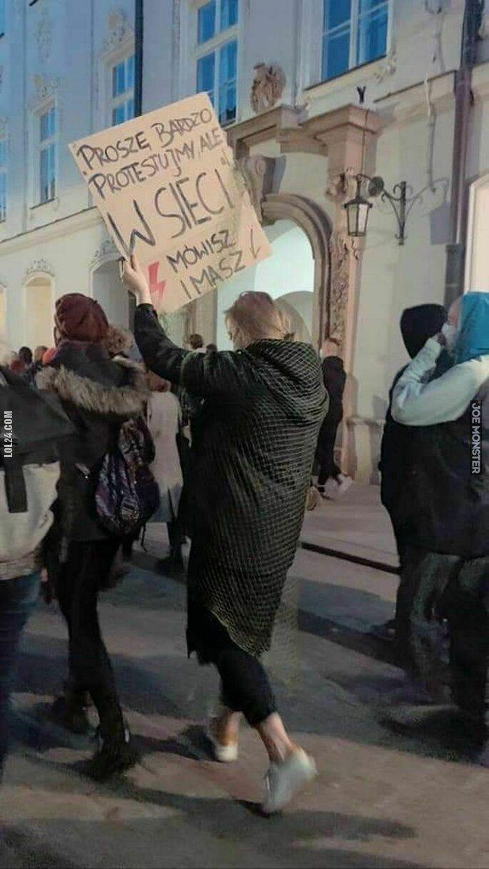 napis, reklama : Protest w sieci