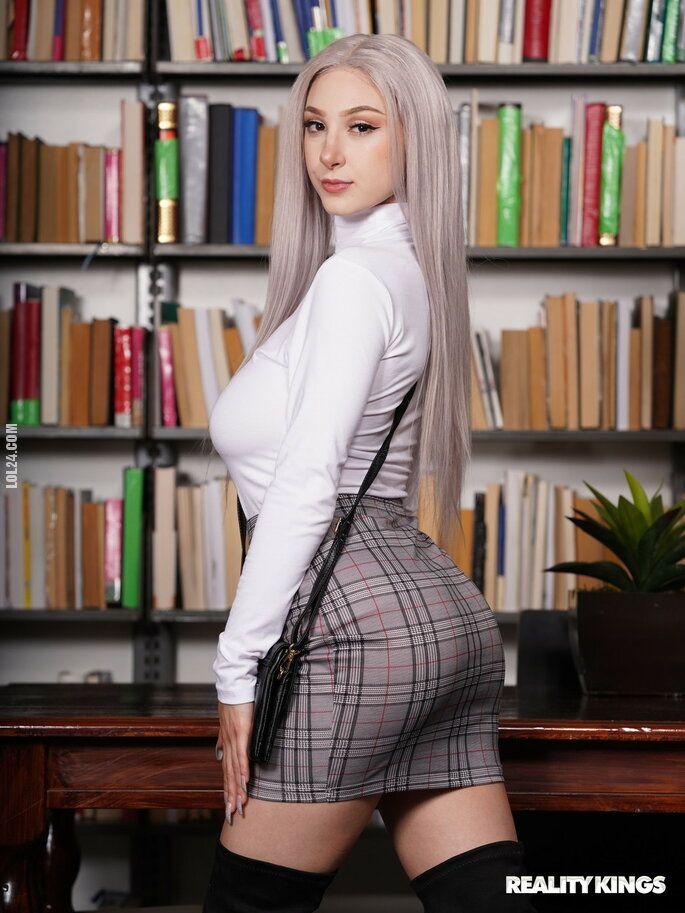 kobieta : Bibliotekarka i uczeń