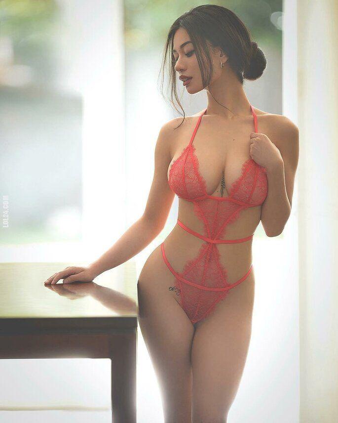 kobieta : Czerwone body