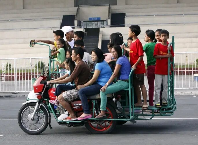 motoryzacja : Ile osób zabierze motocykl? Tyle. :)