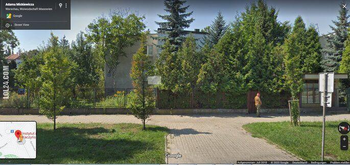 inne : Zrzut z Street View. Kim jest zielony jegomość przed willą wodza?