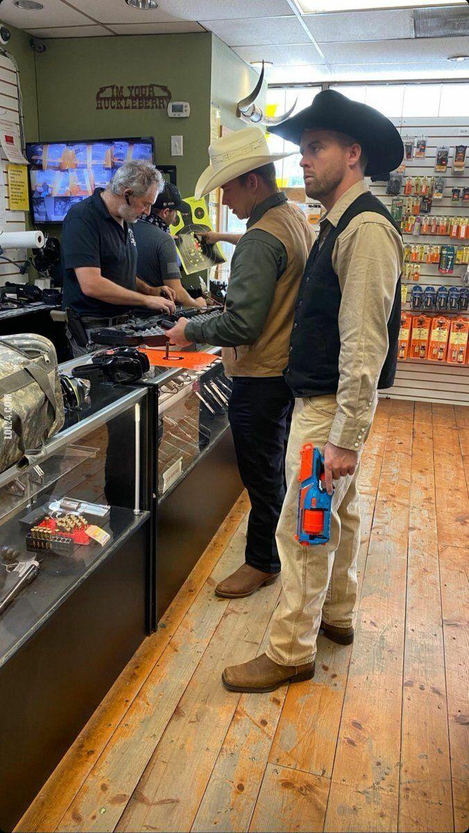 LOL : W sklepie z bronią