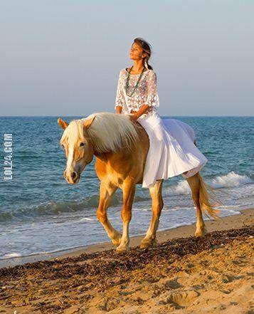 kobieta : Piękna kobieta 101 Przejaźdżka brzegiem morza