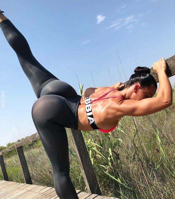 kobieta : Rozciąganie po treningu