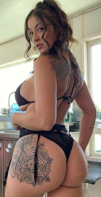 erotyka : Pani z tatuażem 2